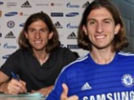 Chelsea complete Filipe Luis transfer as Brazilian left back signs three-year deal and takes No 5 shirt at Stamford Bridge